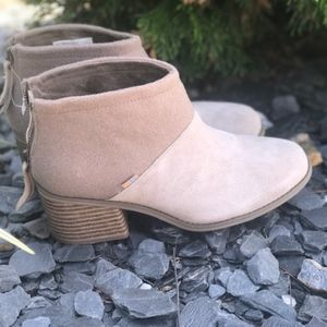 Toms Lacy ankle boots new no box
